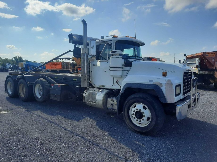 Image for BROKERAGE SALE | 2001 Mack TRI/A Roll Off Truck | Purchase On Site