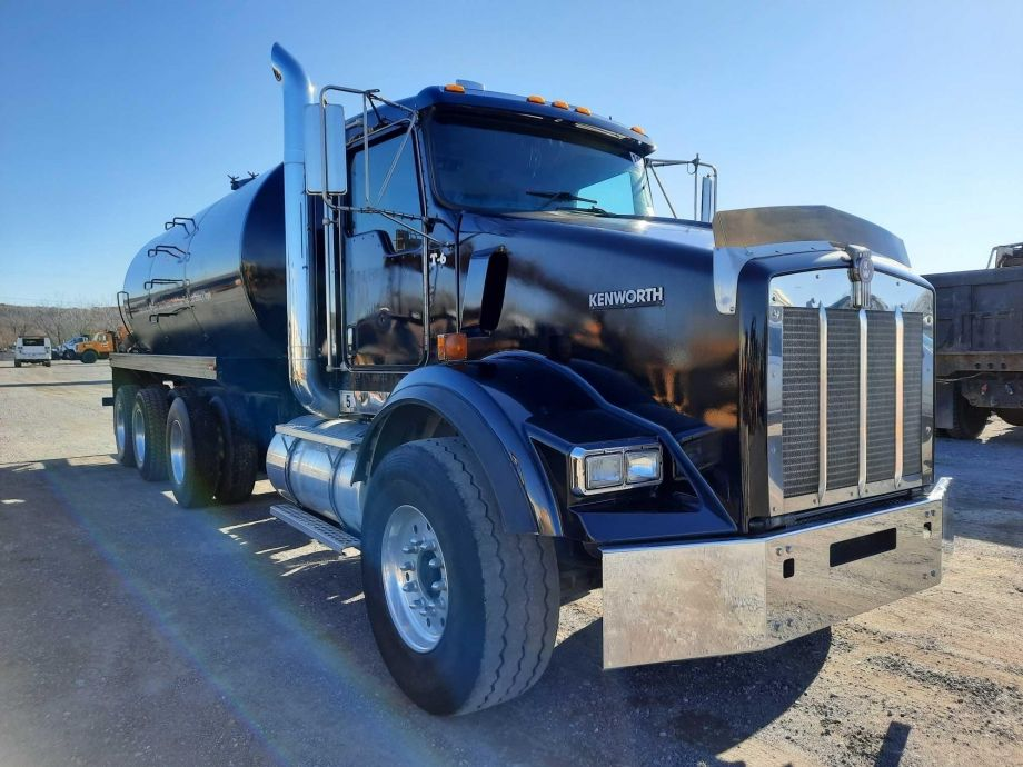 Image for BROKERAGE SALE | 2003 Kenworth T 800 Septic Tank Truck | Purchase On Site