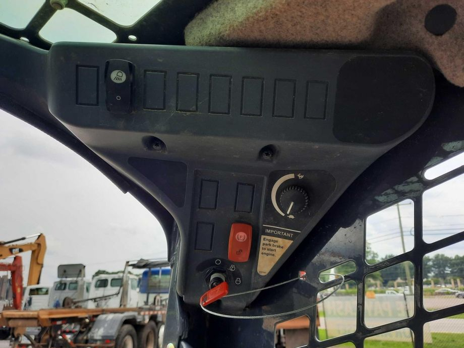 Image for 2018 John Deere CT323E Track Loader